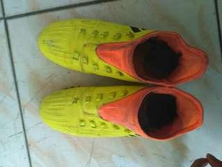 Sepatu futsal #FISIPUNIS