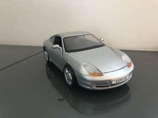100% 全新 正貨 1:24 Porsche 保時捷 911 Carrera (1997) 金屬模型車