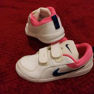 Girls Nike Trainers size 32