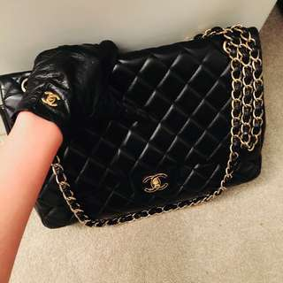 Authentic chanel lambskin maxi GHW full set with receipt  . Inbox me for more pictures and details
