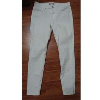 🚚 Uniqlo 白色九分緊身牛仔褲 尺寸28