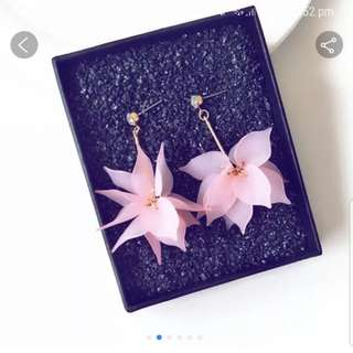 Dangling 3D pink flowers earring