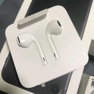 Original Apple Earpod with lightning adoptor