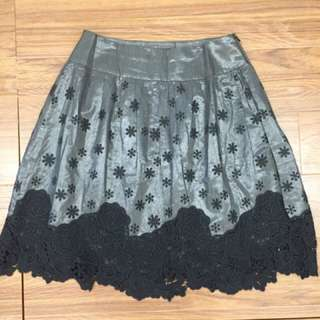 🚚 KiKi 花朵短裙