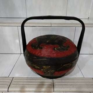 Antique peranakan siah basket