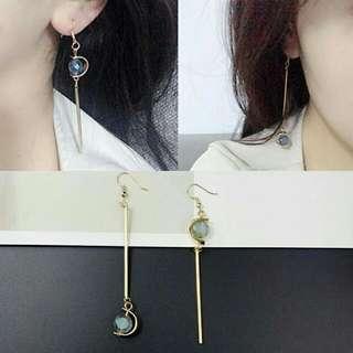 Women earrings with bead