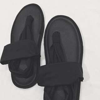 Full black sandals