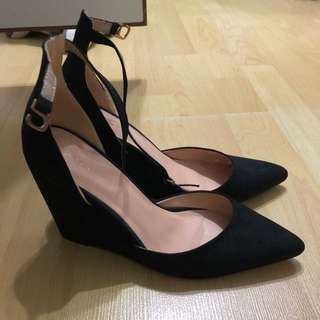 ZALORA Wedges Pumps in Black