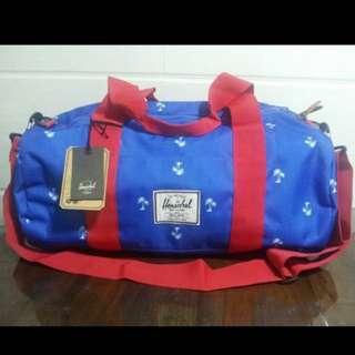 Herschel 藍白圓筒袋