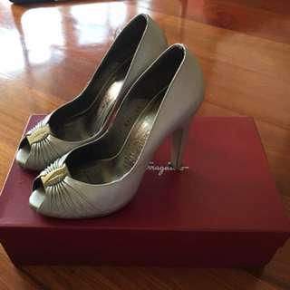 Ferragamo Silver Grey heels sz5.5c