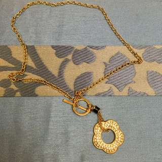 Necklace with flower pendant