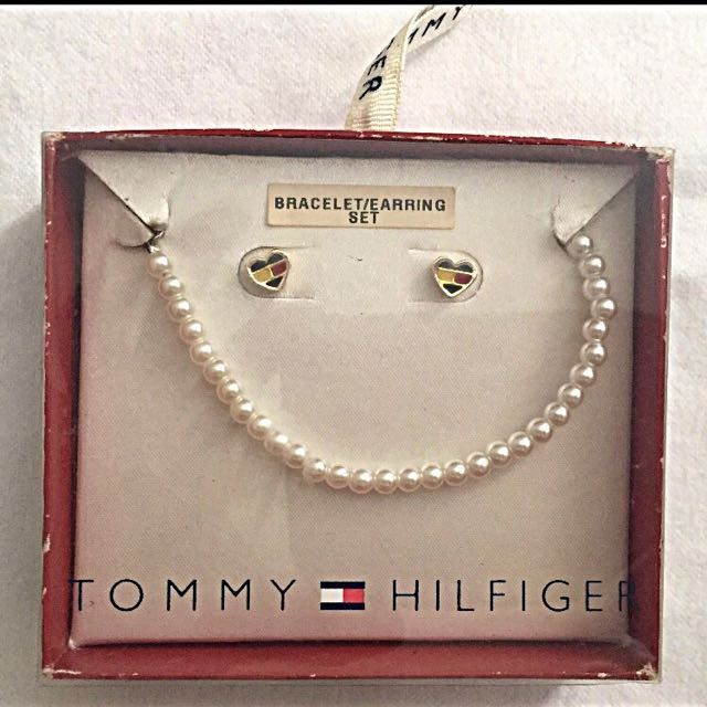 Auth💯 Tommy Hilfiger Lovewins Studs/Earrings