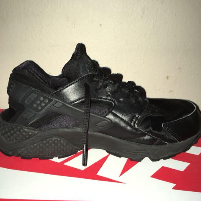 Black Nike Air Huaraches