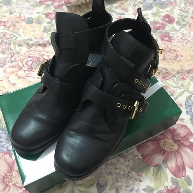 BLACK/GOLD CUT OUT BOOTS