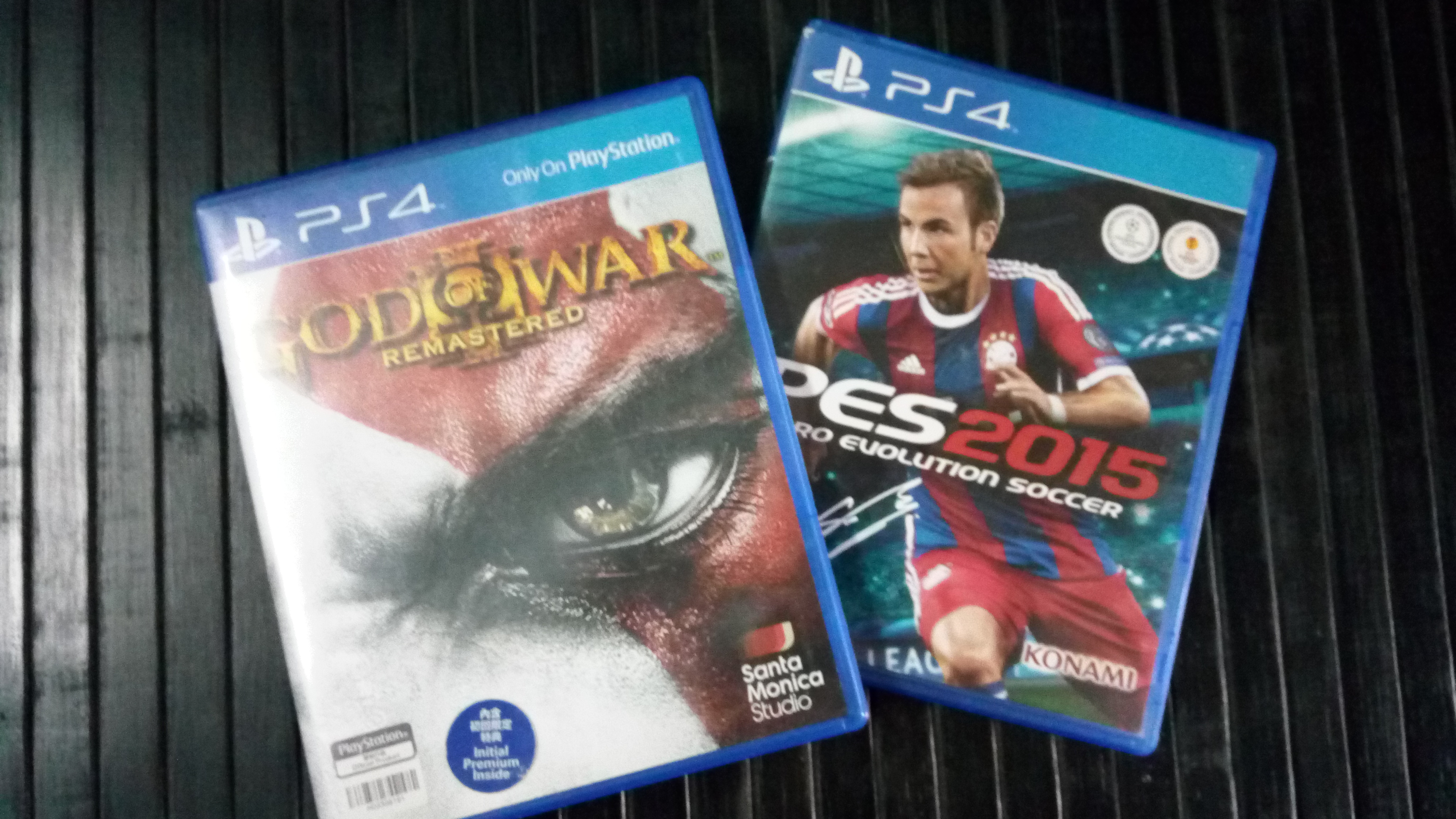 cd game god of war and pes2015 abdd7b090