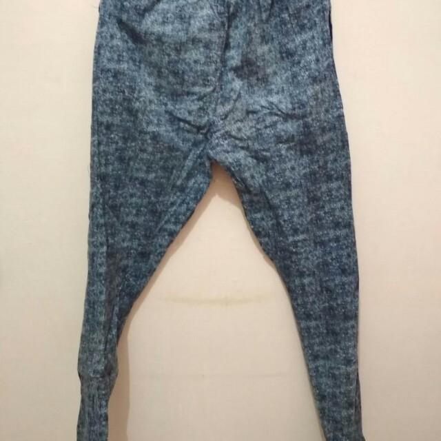 Celana motif kain