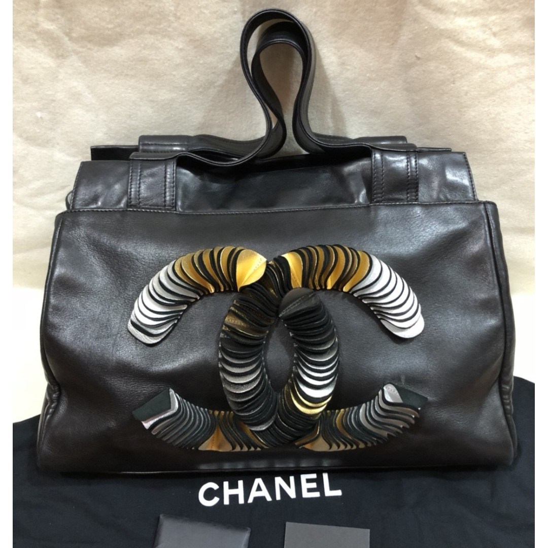 CHANEL lambskin leather CC logo discus large tote bag (#12)