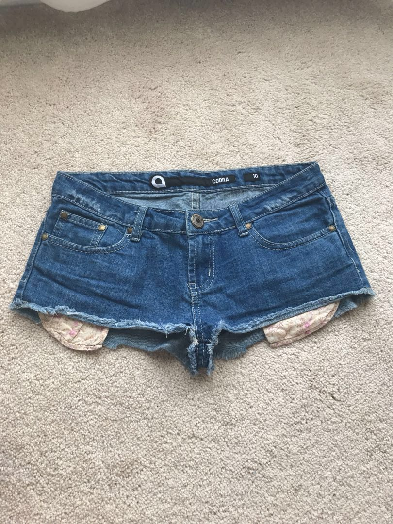 Cobra size 10 short shorts with floral stick out pockets