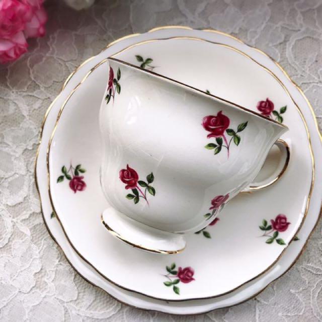 英國Colclaugh 浪漫迷你紅玫瑰花描金骨瓷三件式杯盤組A