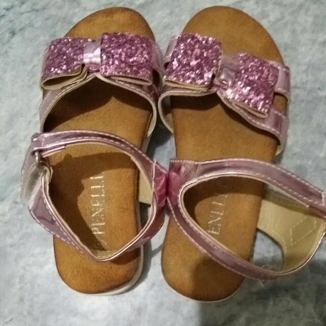 Free shipping within Manila...Repriced! Preloved Pretty Sandals