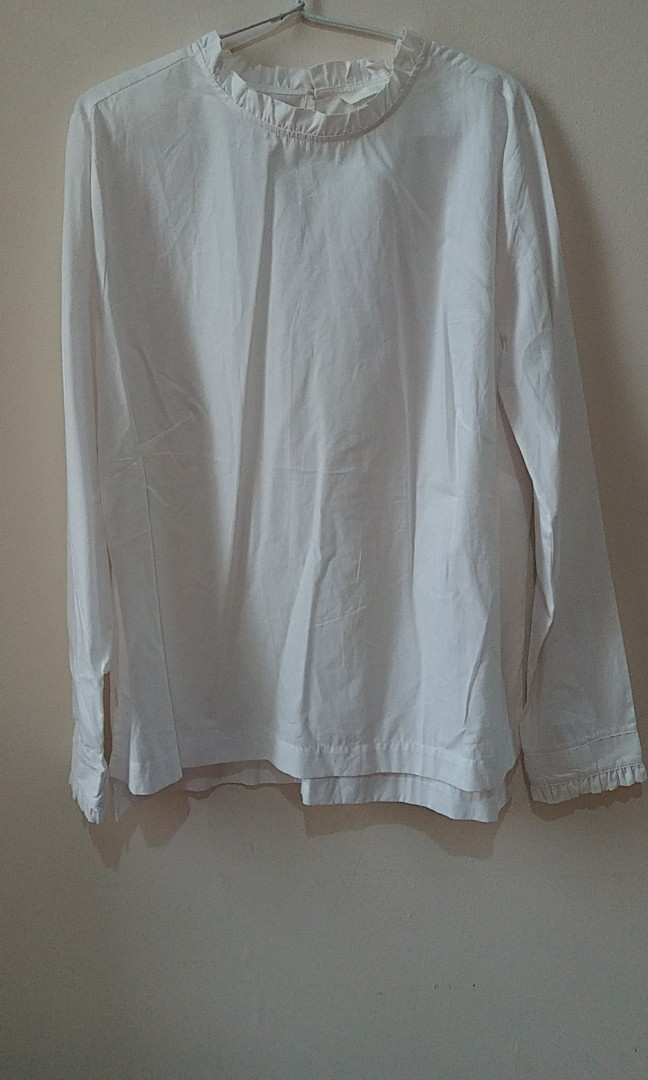 H&M white ripple turtleneck blouse