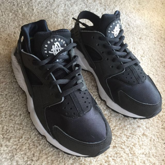 Nike Huaraches size 5