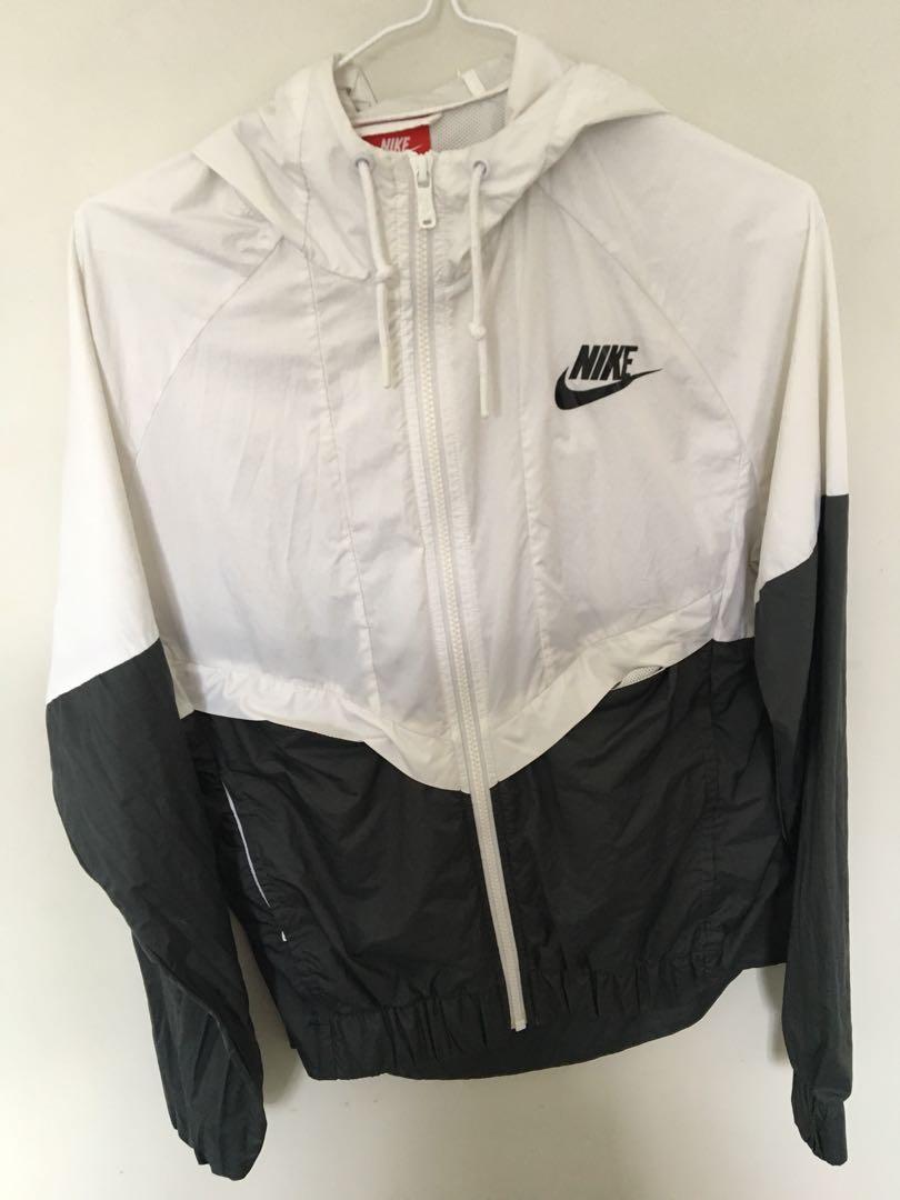 Nike windbreaker size small