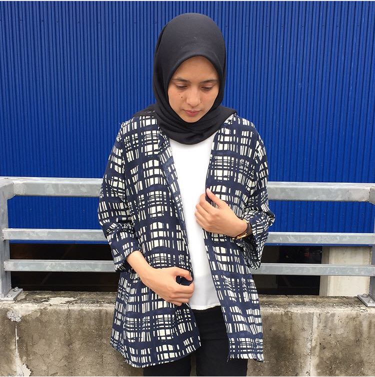 Squary navy outer