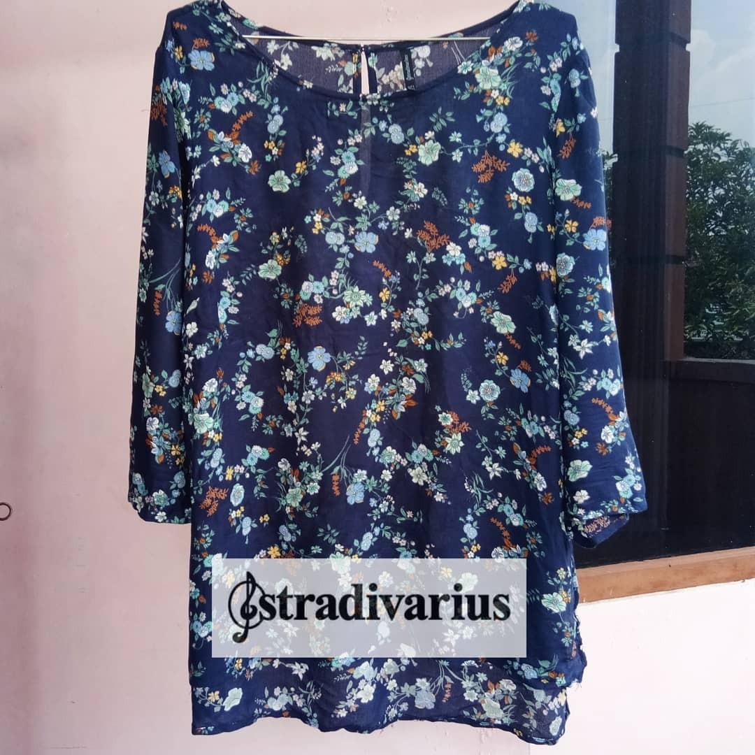 Stradivarius floral navy blouse