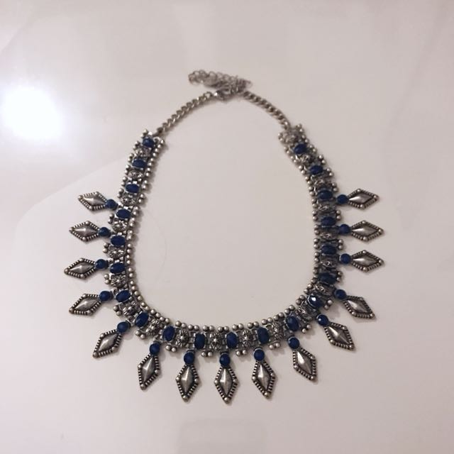 UBAN OUTFITTERS - Necklace
