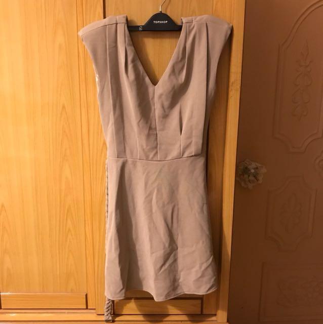 V領 洋裝 米色