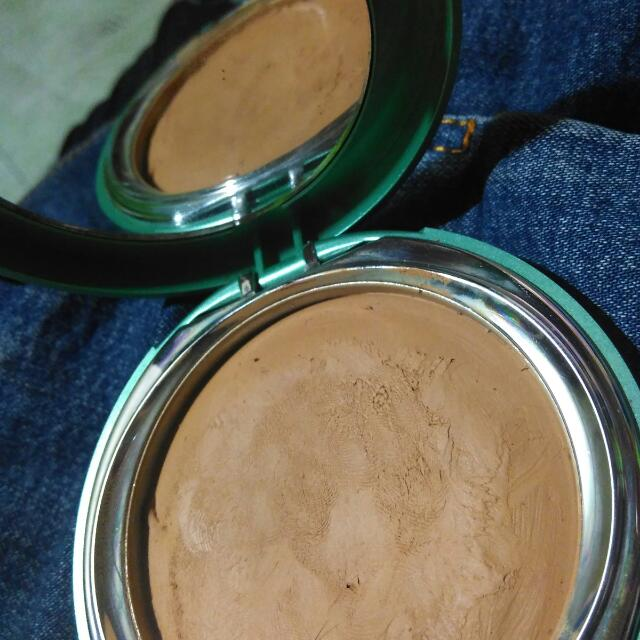Wardah Exclusive creamy foundation shade 03 sandy beige