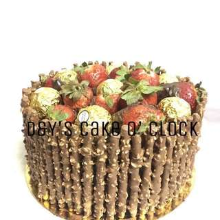 PEPERO BORDERED CAKE W/ STRAWBERRIES & FERRERO