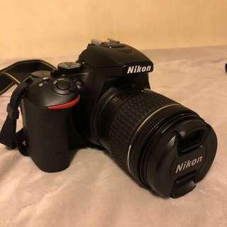極新 Nikon D5500(公司貨)+18-55 f/3.5-5.6G VR(公司貨)一機一鏡+相機包