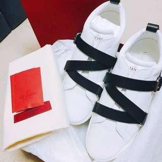 100% new Valentino sneaker size 40