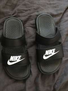 Nike slides size 6 perfect condition