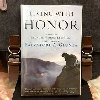 "《New Book Condition + Memoir Of Staff Sargeant ""Sal"" Giunta》Salvatore A. Giunta & Joe Layden - LIVING WITH HONOR : A Memoir By Medal of Honor Recipient"