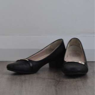 CR2 Bonia Square Toe Low Heel with Gold Brooch Detail