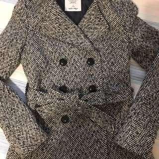 🚚 降價~短版黑大衣 俏麗好搭配