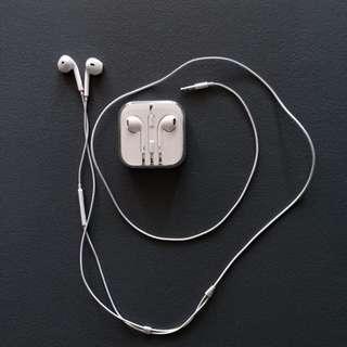 Apple Earpods/ Earphones