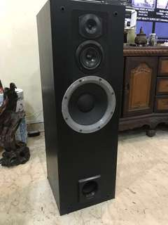 Pair of Pioneer S-HF9 150W speakers
