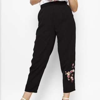 Black pants with embroidery details