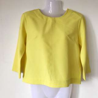 BNWT GG5 Yellow 3/4 Sleeves Top Size