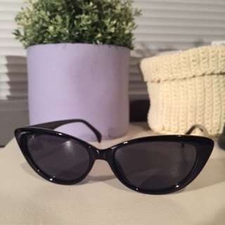 Vintage cat eyed sunglasses