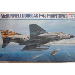 McDONNELL DOUGALAS F-4J PHANTOMII 1:32 SCALE