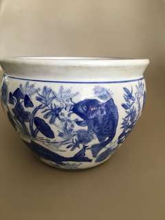 Blue white porcelain pot