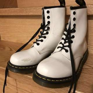 Size 7 - Doctor Martens classic white