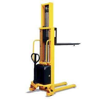 Totallifter Semi-electric stacker