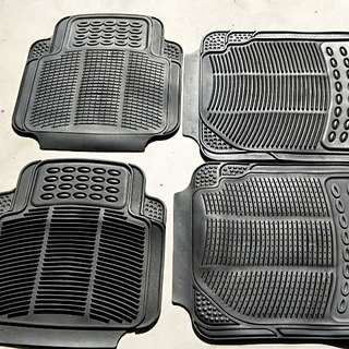 4x sets of rubber floormat