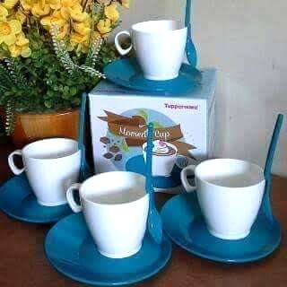 Tupperware tea set/moment cup
